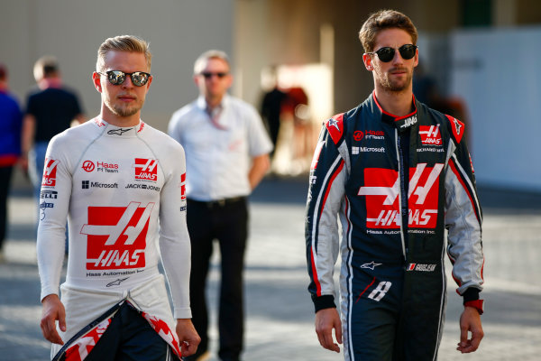 Yas Marina Circuit, Abu Dhabi, United Arab Emirates. Sunday 26 November 2017. Kevin Magnussen, Haas F1 and Romain Grosjean, Haas F1, after the drivers parade World Copyright: Andy Hone/LAT Images  ref: Digital Image _ONY3314