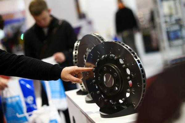 Autosport International Exhibition. National Exhibition Centre, Birmingham, UK. Sunday 14th January 2018. A visitor examines some brakes.World Copyright: Mike Hoyer/JEP/LAT Images Ref: MDH19924