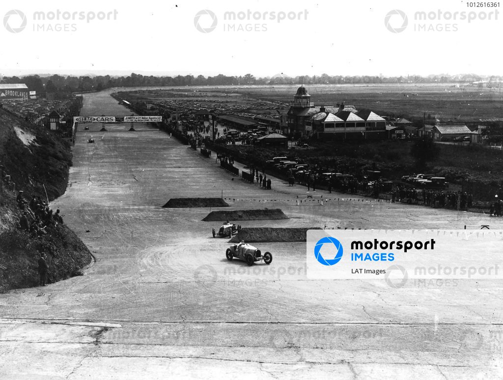 Brooklands, Great Britain.7 August 1926.Malcolm Campbell (Bugatti T39A) leads Albert Divo (Talbot 700). Campbell finished in 2nd position. World Copyright: LAT Photographic. Ref: Autocar Glass Plate A6528.