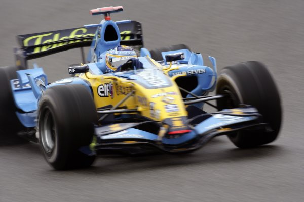 2006 Chinese Grand Prix - Saturday Practice Shanghai International Circuit, Shanghai, China. 28th September - 1st October 2006. Fernando Alonso, Renault R26, action. World Copyright: Charles Coates/LAT Photographic. ref: Digital Image ZK5Y3949