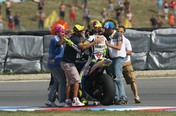 Brno, Czech Republic. 14th - 16th August.Valentino Rossi Fiat Yamaha Team celebrates his win with his fans.World Copyright: Martin Heath/LAT Photographic ref: Digital Image SE5K3905