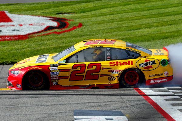 Monster Energy NASCAR Cup Series Toyota Owners 400 Richmond International Raceway, Richmond, VA USA Sunday 30 April 2017 Joey Logano, Team Penske, Shell Pennzoil Ford Fusion celebrates his win with a burnout World Copyright: Russell LaBounty LAT Images ref: Digital Image 17RIC1Jrl_6989
