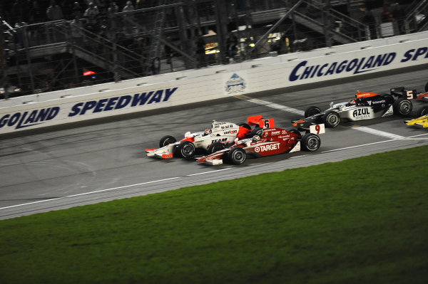Ryan Briscoe (AUS) Team Penske crosses the line mere inches ahead of Scott Dixon (NZL) Target Ganassi Racing.