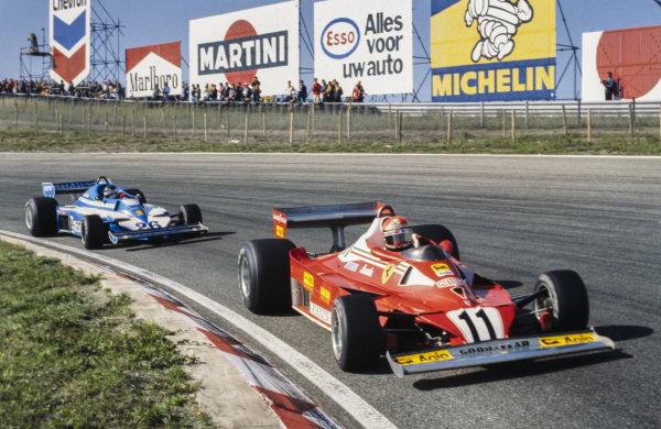 Niki Lauda, Ferrari 312T2 leads Jacques Laffite, Ligier JS7 Matra.