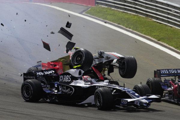 Giancarlo Fisichella, Force India VJM01 Ferrari brakes too late and crashes into the rear of Kazuki Nakajima, Williams FW30 Toyota.