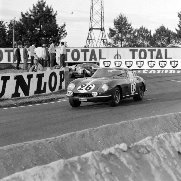 Giampiero Biscaldi / Prince Michel de Bourbon-Parma, Ed Hugus, Ferrari 275 GTB/C.