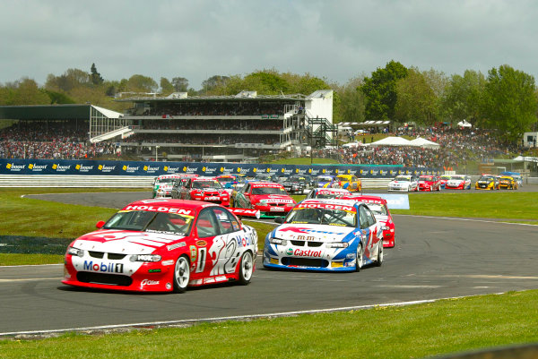 2002 V8 Supercar Championship Round 12 Pukekohe 10/11/02: Race 1 start round 12 of the V8 Supercar Championship being held at Pukekohe Raceway, New Zealand. Skaife won race 1 but didn't race 2 and 3World Copyright - Horsburgh / LAT Photographicref: digital file only