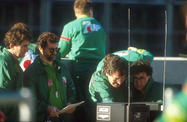 1991 United States Grand Prix.Phoenix, Arizona, U.S A.8-10 March 1991.Jordan team boss Eddie Jordan checks out the telemetry readings with car designer Gary Anderson. This was the Jordan team's Grand Prix debut.Ref-91 USA 32.World Copyright - LAT Photographic