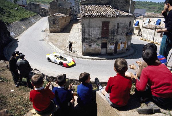 Rudi Lins / Gérard Larrousse, Porsche AG, Porsche 908/02 010 S-M 2267.