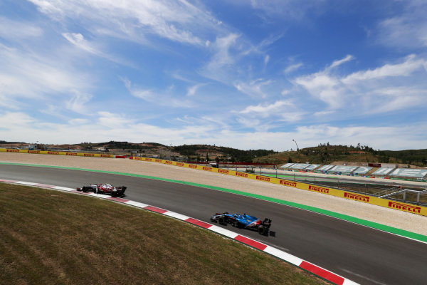 Antonio Giovinazzi, Alfa Romeo Racing C41, leads Fernando Alonso, Alpine A521
