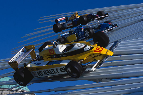2002 Goodwood Festival of SpeedGoodwood, England. 12th - 14th July 2002.Renault F1 cars on display.World Copyright: Jeff Bloxham/LAT Photographicref: 35mm Image A08