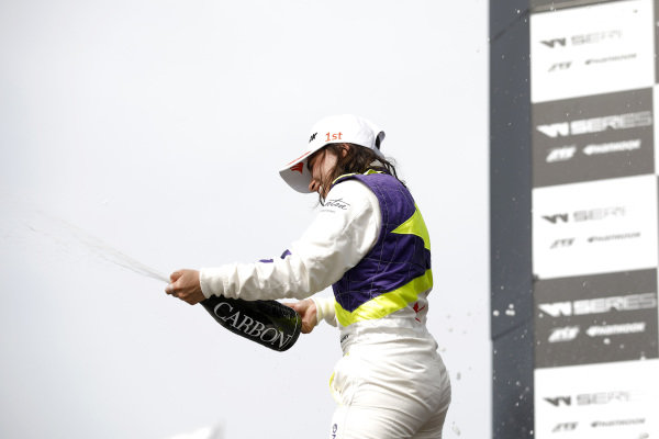 Podium: Race winner Jamie Chadwick (GBR).