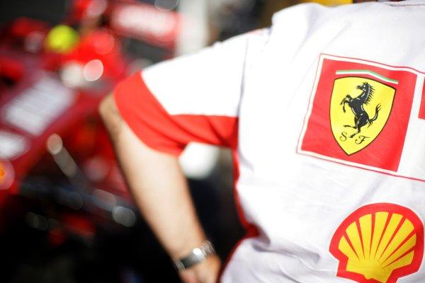 2007 Turkish Grand Prix - ThursdayIstanbul Motor Park, Istanbul, Turkey.23rd August 2007.Ferrari mechanic with the F2007.World Copyright: Andrew Ferraro/LAT Photographicref: Digital Image VY9E1091