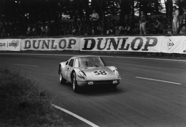 Le Mans, France. 19th - 20th June 1965.Jean Kerguen/Franc (Porsche 904 GTS), retired, action. World Copyright: LAT Photographic.Ref:  1063 - 29-29A.