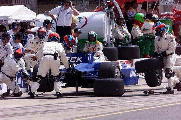 Bryan Herta  (USA) looked set for his first victory on an oval, but frantic last lap activity saw him finish fifth.Michigan 500, Brooklyn, Milwaukee, USA, 22 July 2001.