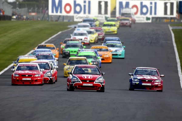 2002 British Touring Car ChampionshipDonington Park, England. 20-22th September 2002.Andy Priaulx leads from pole position in the feature race.Photo: Paul Dowker/LAT PhotographicWorld - LAT PHOTOGRAPHIC11 8MB Digital File Only