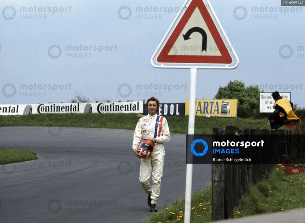 Jo Siffert walks back to the pits after retiring from the race.