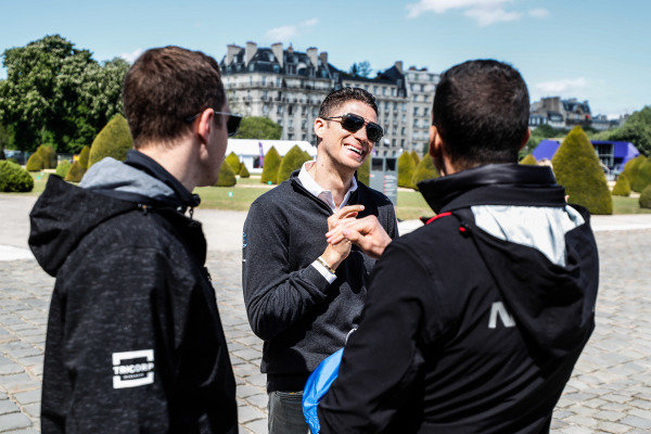 Edoardo Mortara (CHE) Venturi Formula E, talks to Stoffel Vandoorne (BEL), HWA Racelab and Sébastien Buemi (CHE), Nissan e.Dams