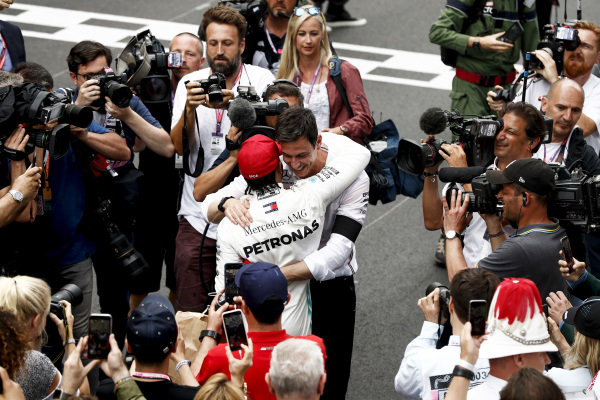 Race winner Lewis Hamilton, Mercedes AMG F1 celebrates with Toto Wolff, Executive Director (Business), Mercedes AMG