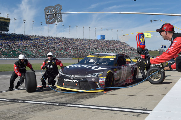14-16 October, 2016, Kansas City, Kansas USA Carl Edwards, XFINITY Toyota Camry makes a pit stop. ©2016, John Harrelson / LAT Photo USA