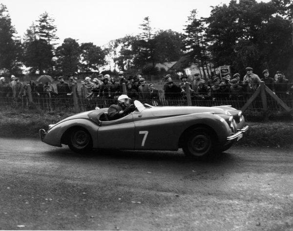 Dundrod, Northern Ireland. 16th September 1950.Stirling Moss (Jaguar XK120), 1st position, action.World Copyright: LAT PhotographicRef: Autocar Glass Plate.