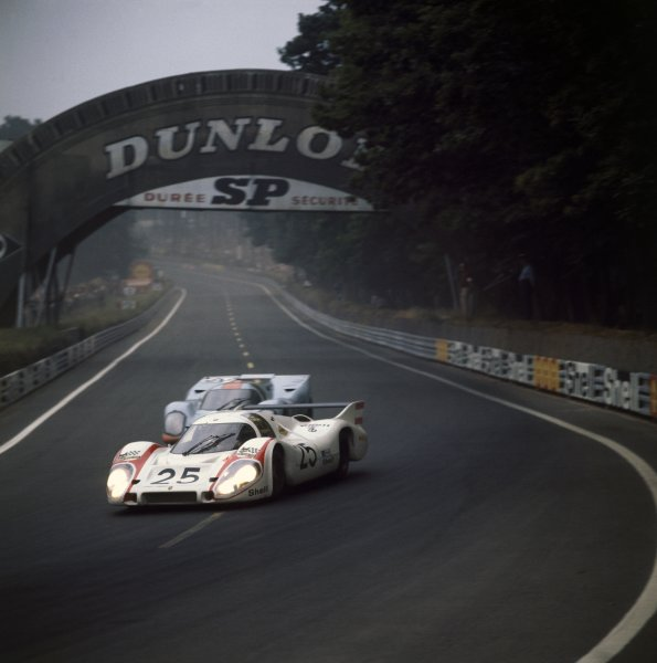 1970 Le Mans 24 hours Le Mans, France. 13-14 June 1970 Vic Elford/Kurt Ahrens, Porsche 917LH, retired, passes Mike Hailwood/David Hobbs, Porsche 917K, retired, action World Copyright: LAT PhotographicRef: 4098N