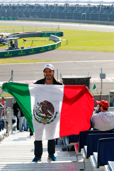 Autodromo Hermanos Rodriguez, Mexico City, Mexico. Saturday 28 October 2017. A fan on grandstand holds a Mexican flag.  World Copyright: Sam Bloxham/LAT Images  ref: Digital Image _J6I9586