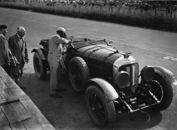 Le Mans, France. 15th - 16th June 1929.Bernard Rubin/Earl Howe (Bentley 4 5 Litre), retired, in the pits, action. World Copyright: LAT Photographic.Ref:  Autocar Glass Plate B2077.