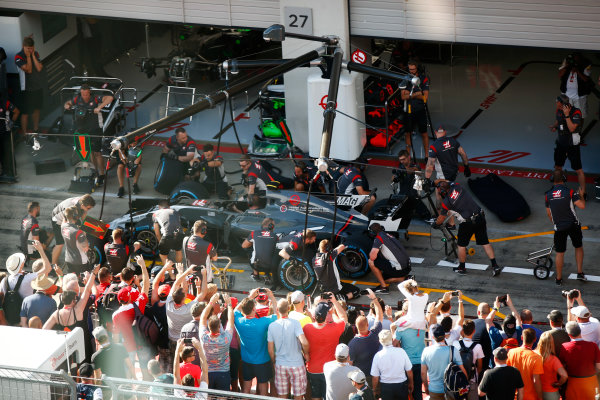 Red Bull Ring, Spielberg, Austria. Thursday 06 July 2017. Fans watch the Haas team make a practice pit stop. World Copyright: Andy Hone/LAT Images ref: Digital Image _ONY9994
