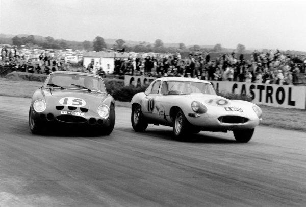 Goodwood, West Sussex, England. 24 August 1963.A sideways Roger Penske (#15, Ferrari 250GTO LMB), 8th position avoids Jack Sears (#10 Jaguar E-type), 4th position, action.  World Copyright: LAT PhotographicRef: Autosport B/W Print.