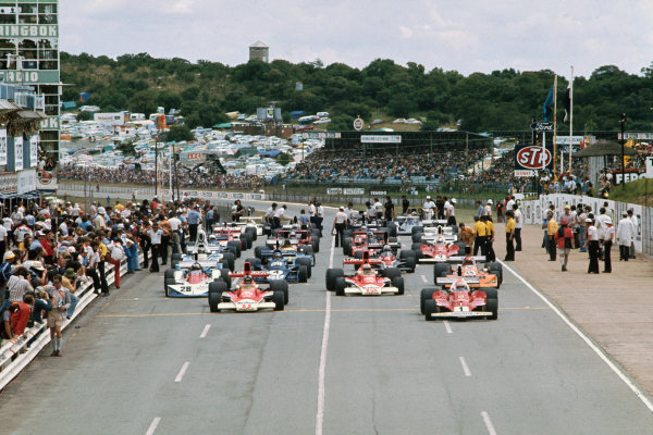 Kyalami, South Africa. 4-6 March 1976. Niki Lauda, Ferrari 312T, leads James Hunt, McLaren M23 Ford, and the rest of the field off the grid for the warm up lap. Ref: 76SA10. World Copyright - LAT Photographic