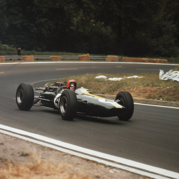 Rouen-les-Essarts, France.26-28 June 1964.Peter Arundell (Lotus 25 Climax) 4th position.Ref-3/1298.World Copyright - LAT Photographic