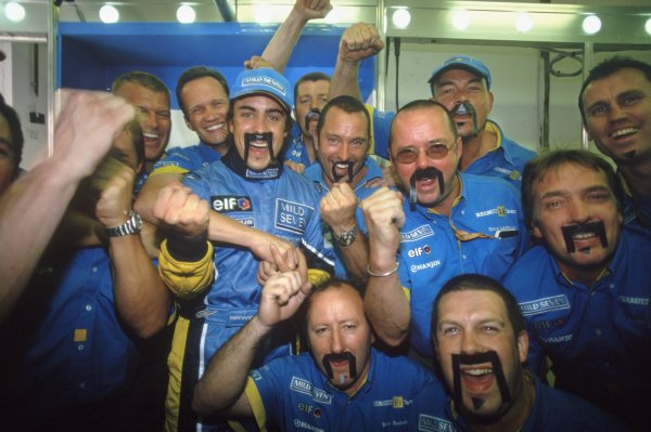 2003 Hungarian Grand Prix.Hungaroring, Hungary. 24 August 2003.Fernando Alonso, Renault R23, 1st position, celebrates with his mechanics.World Copyright: LAT Photographic