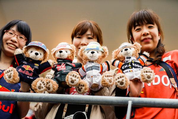 Suzuka Circuit, Japan. Thursday 05 October 2017. Fans with teddy bears. World Copyright: Glenn Dunbar/LAT Images  ref: Digital Image _31I4493