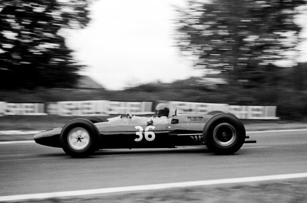 The No.36 Reg Parnell Lotus 25 was practised by Peter Revson (USA), but raced to eighth place by Mike Hailwood (GBR) who raced on Sunday having returned from winning the Dutch TT at Assen the previous day.