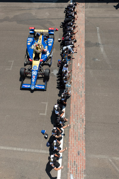 30 May, 2016, Indianapolis, Indiana, USA Alexander Rossi and team prepare to kiss the yard of bricks ?2016, Scott R LePage  LAT Photo USA