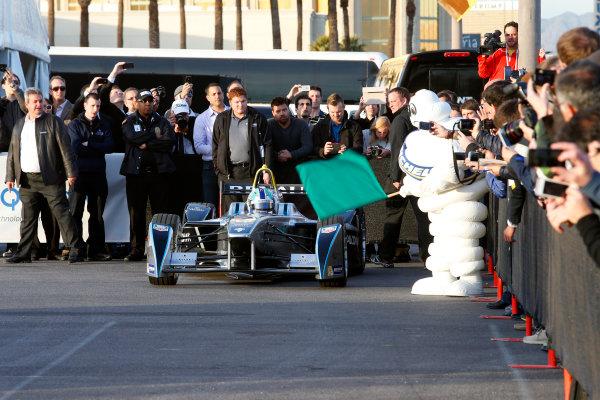 5-6 January, 2014, Las Vegas, Nevada USA Bibendum (the Michelin Man) waves the green flag to former F1 driver Lucas di Grassi to start a driving demonstration of the new Spark-Renault SRT_01E Formula E car ©2014, Lesley Ann Miller LAT Photo USA
