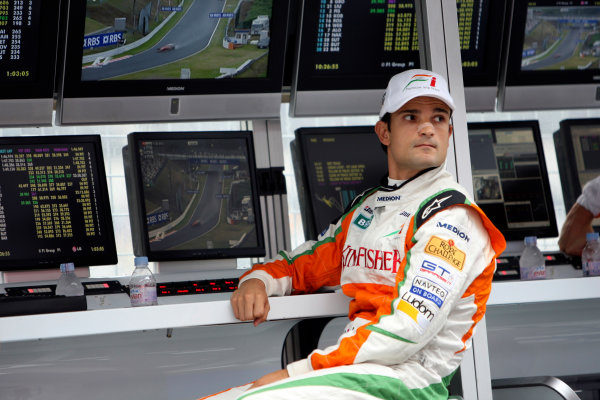 Suzuka Circuit, Suzuka, Japan.2nd October 2009.Vitantonio Liuzzi, Force India VJM02 Mercedes, on the pit wall. Portrait. World Copyright: Glenn Dunbar/LAT Photographic ref: Digital Image _MG_6478