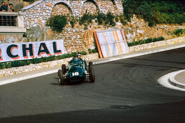 Monte Carlo, Monaco. 19-22 May 1955. Mike Hawthorn (Vanwall VW1) at Station Hairpin. Ref-55 MON 02. World Copyright - LAT Photographic