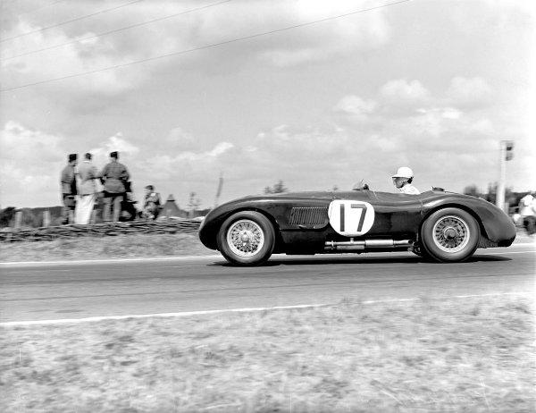 1953 Le Mans 24 hours. Le Mans, France. 13-14 June 1953. Stirling Moss / Peter Walker (Jaguar XK120 C), 2nd position, action. World Copyright - LAT Photographic ref: C35994