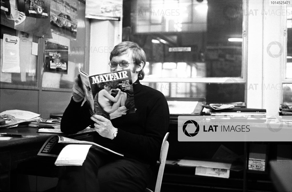 1972 Motoring News Editorial Office. Standard House, Bonhill Street, London. Alan Henry takes time out of a busy F1 schedule, portrait. World Copyright: LAT Photographic.  Ref:  4981 - 40A-41.