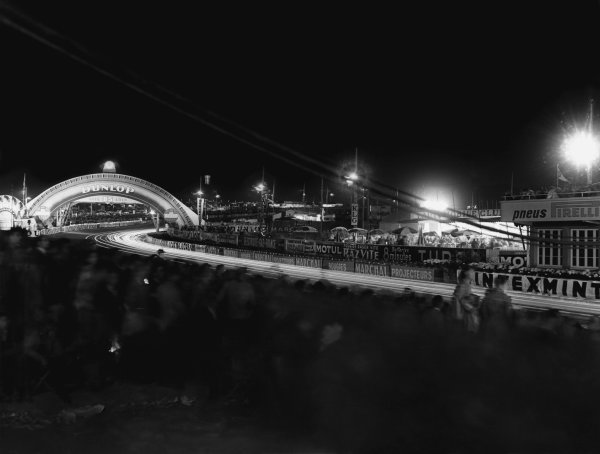 Le Mans, France. 11th - 12th June 1955 The Dunlop bridge at night, atmosphere. World Copyright: LAT Photographic Ref: B/W Print.