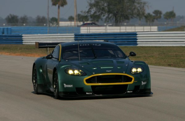 The brand new Aston Martin DBR9 on track.American Le Mans Series Testing, Sebring, USA, 31 January - 3 February 2005.DIGITAL IMAGE
