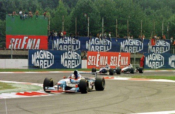 1997 Italian Grand Prix.Monza, Italy.5-7 September 1997.Jean Alesi (Benetton B197 Renault) leads Heinz-Harald Frentzen (Williams FW19 Renault) at the Rettifilo Chicane.World Copyright - Leicester/LAT Photographic