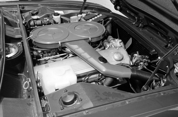 A BMW inline 6 cylinder engine in an unid model.