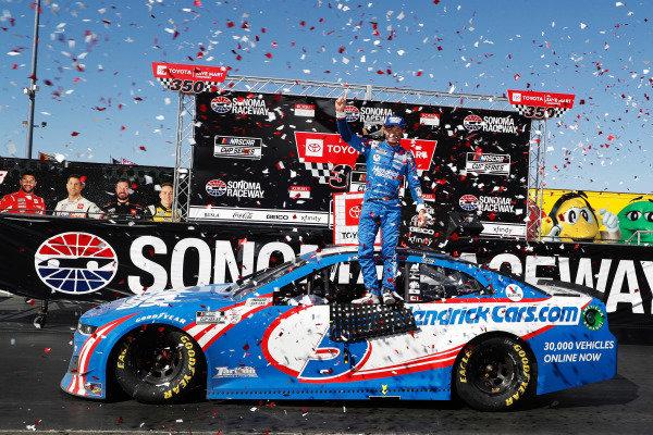 #5: Kyle Larson, Hendrick Motorsports, Chevrolet Camaro HendrickCars.com celebrates his win