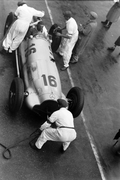 Richard Seaman, Mercedes-Benz W154, makes a pitstop.