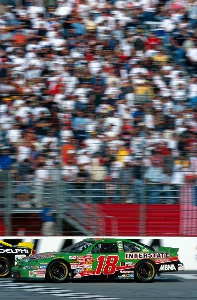 Bobby Labonte (USA) took victory at Atlanta in his Pontiac.Atlanta, USA. 18 November 2001.BEST IMAGE