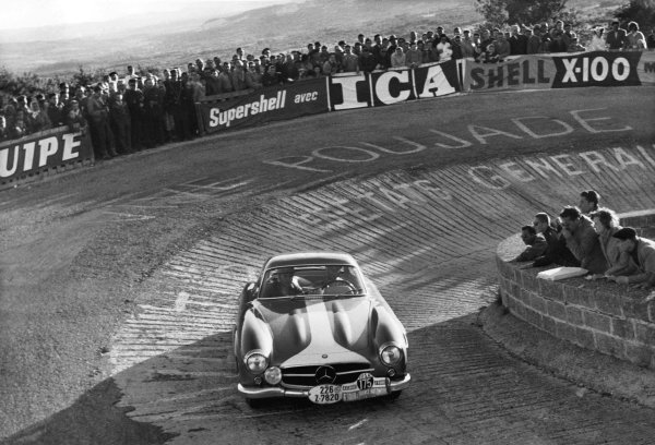 France. 15th - 21st September 1957.Stirling Moss / Peter Garnier (Mercedes-Benz 300SL), 4th position, action. World Copyright: LAT Photographic.Ref: Autocar Used Pic 27th September 1957 Pg 419.