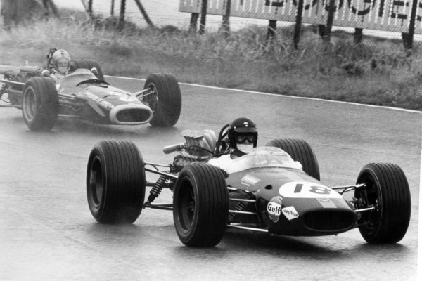 1968 Dutch Grand Prix.Zandvoort, Holland. 23 June 1968.Dan Gurney, Brabham BT24-Repco, retired, leads Piers Courage, BRM P126, retired, action.World Copyright: LAT PhotographicRef: Motor b&w print